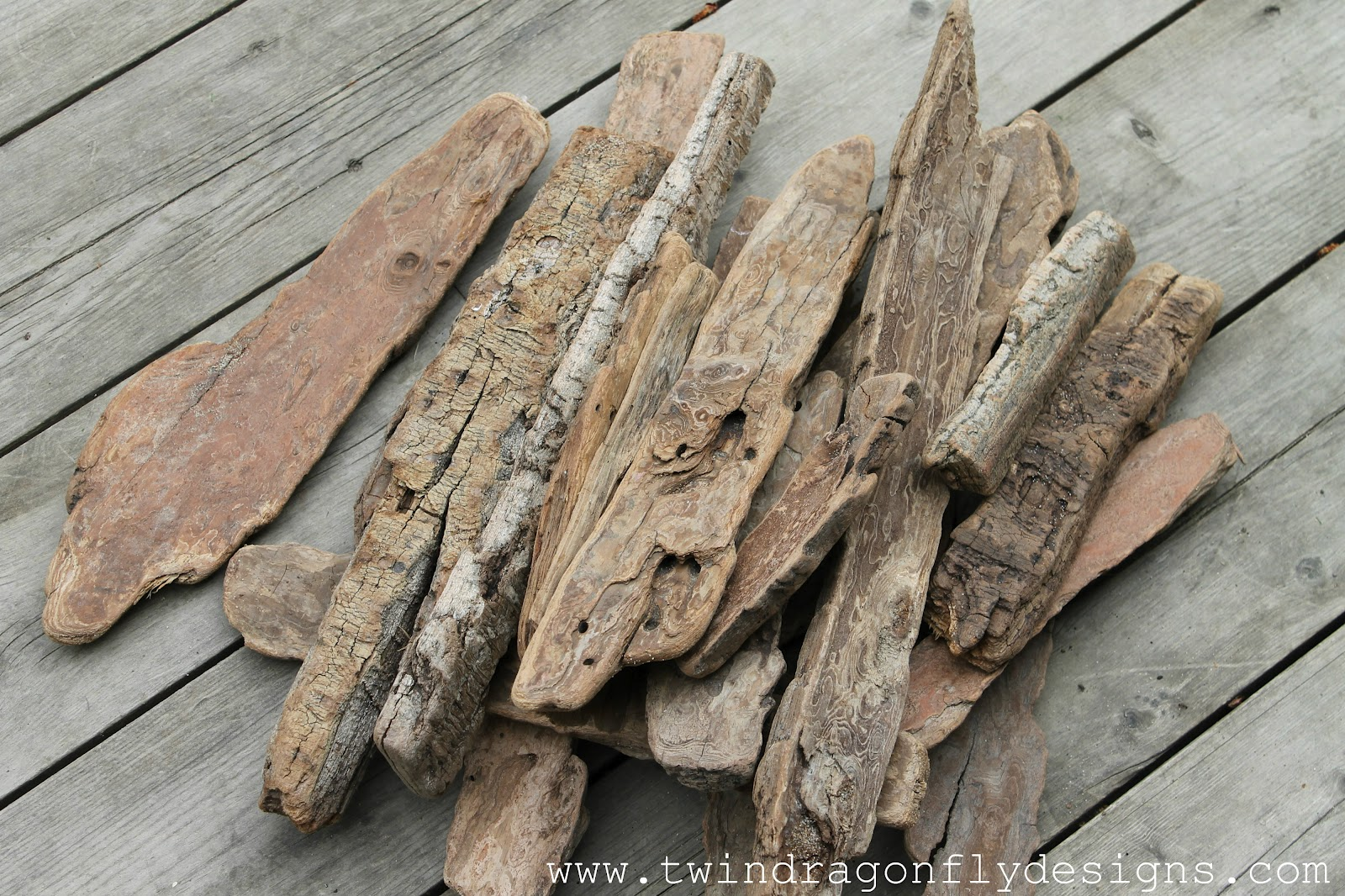 Driftwood garden signs dragonfly designs for Driftwood crafts to make