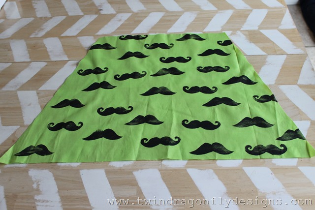 DIY Moustache Dress (5)