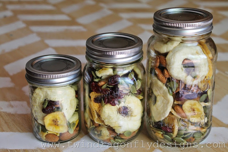 Camping Trail Mix with Dehydrated Fruit (12)_thumb[1]