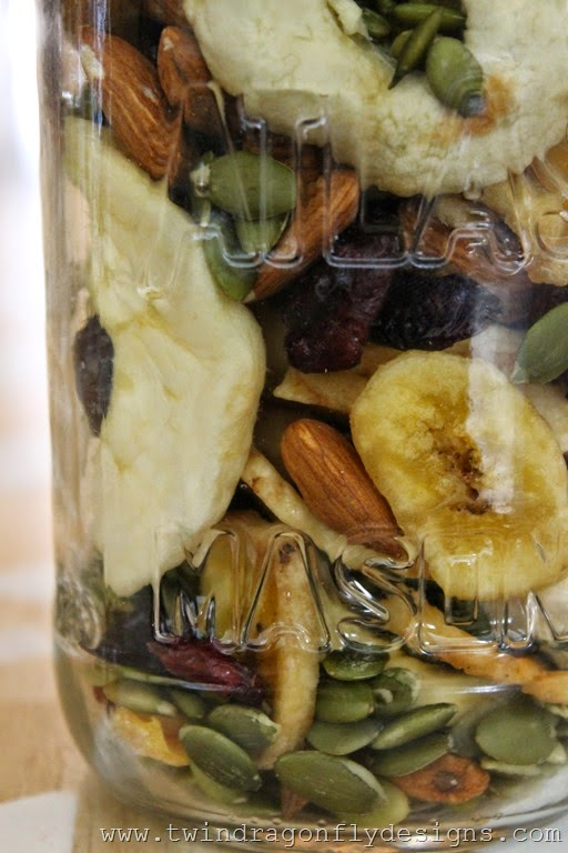 Camping Trail Mix with Dehydrated Fruit (28)_thumb