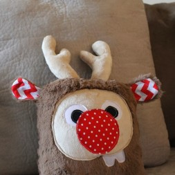 Holiday Plush Reindeer (28)_thumb[1]