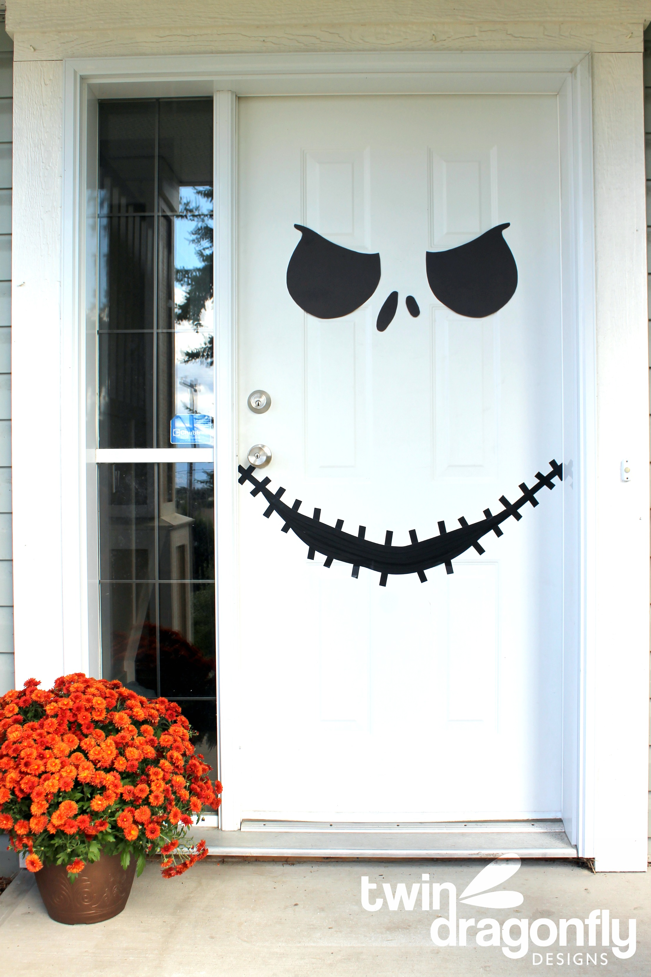 Jack skellington door with free printable dragonfly designs - Decoration d halloween ...