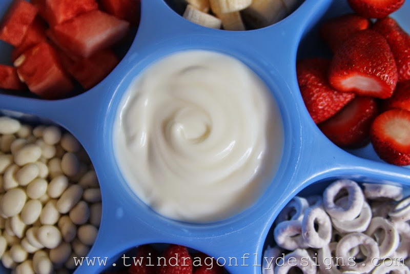 Patriotic Snack Tray and Fruit Dip (14)_thumb[1]