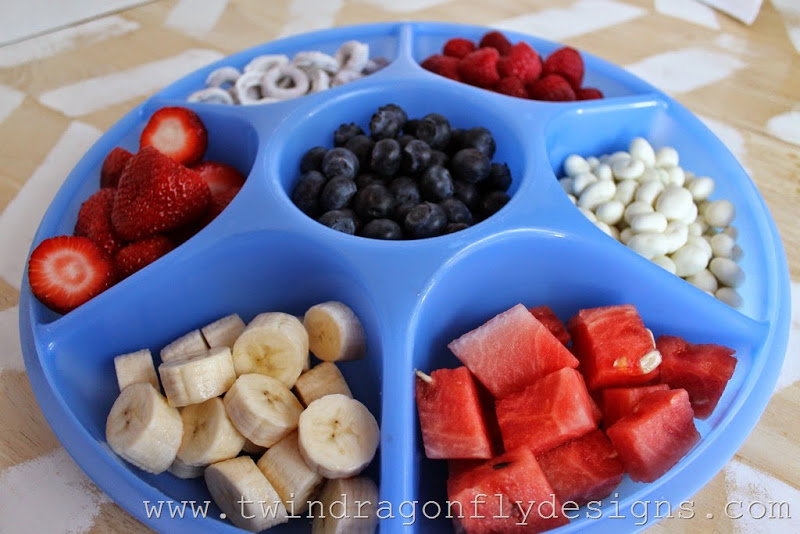 Patriotic Snack Tray and Fruit Dip (4)_thumb[1]
