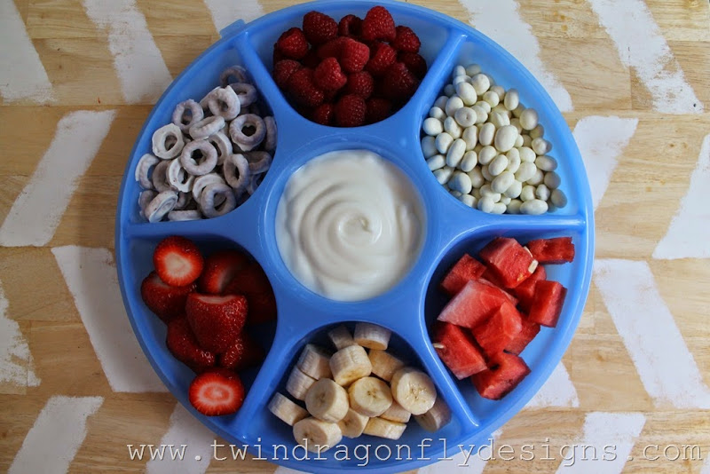 Patriotic Snack Tray and Fruit Dip (5)_thumb[1]