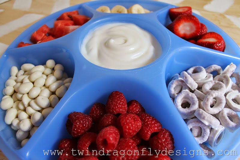 Patriotic Snack Tray and Fruit Dip (9)_thumb[1]