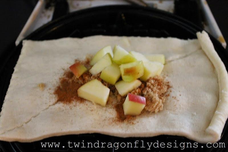 Waffle Iron Apple Strudle (3)_thumb[1]