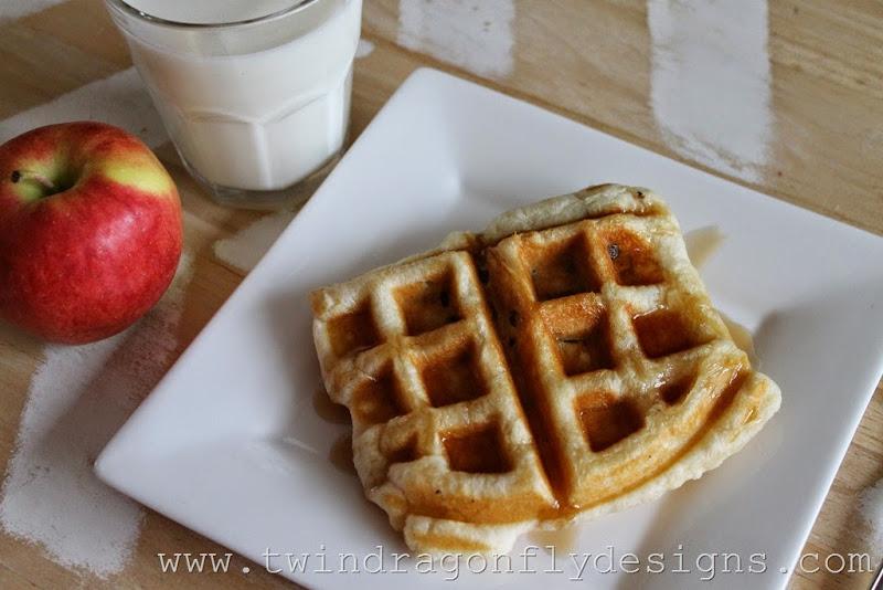 Waffle Iron Apple Strudle (5)_thumb[1]