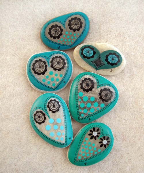 Rocks - rock art - painted rocks - owl - owls - turquoise - nature - art - crafts - DIY - ideas via pinterest