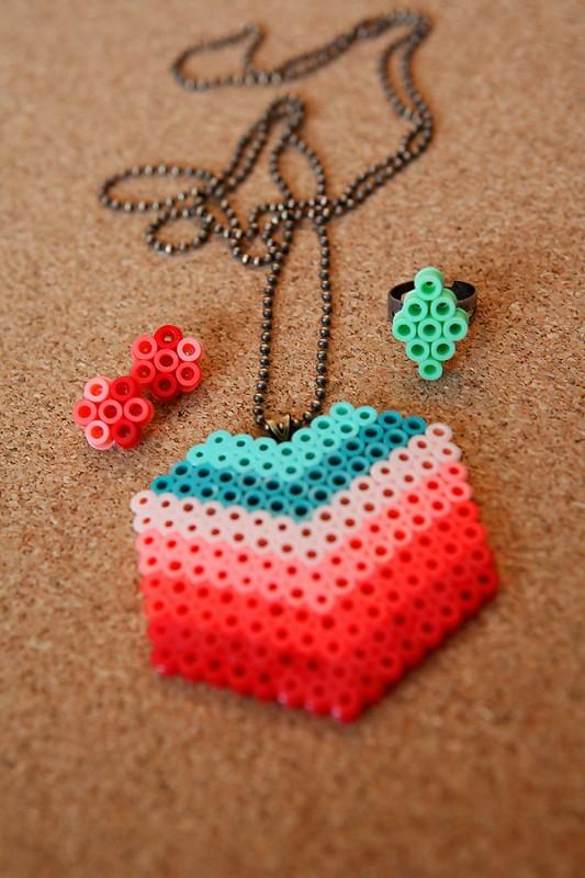perler-beads-necklace