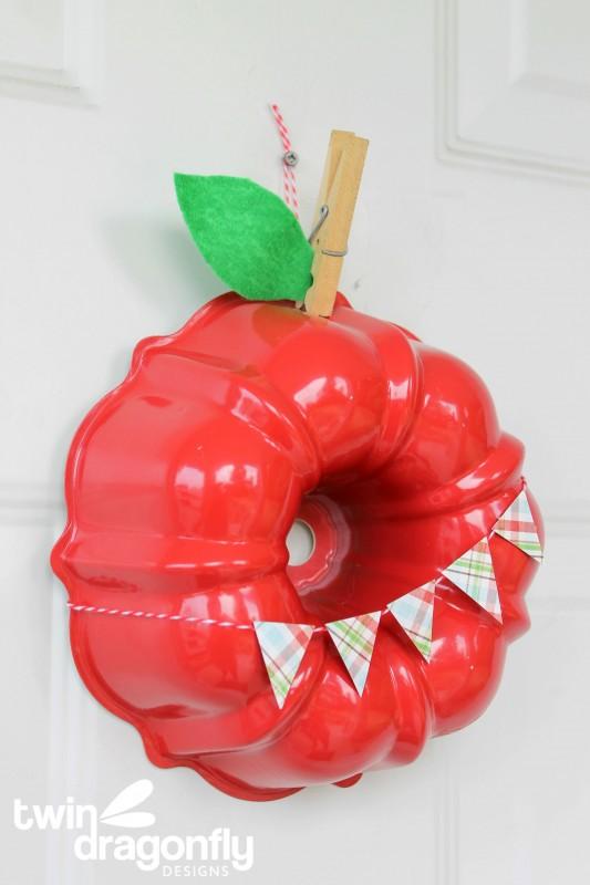 Apple Bundt Pan Wreath 01