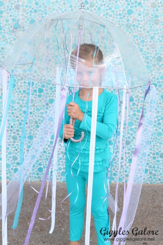 How to Make a 10 Minute DIY Jellyfish Costume With an Umbrella