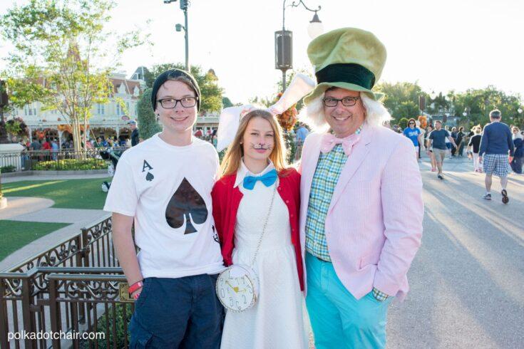 No-Sew Family Alice in Wonderland Costume Ideas
