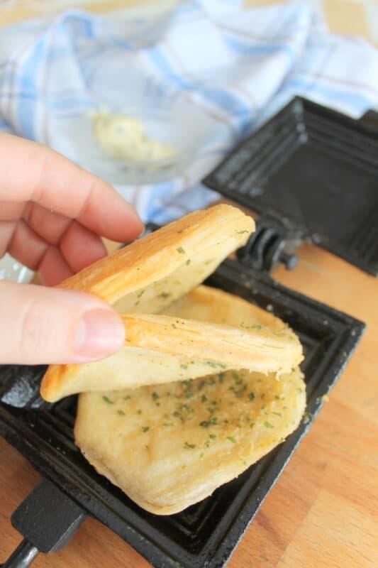 pie iron garlic bread